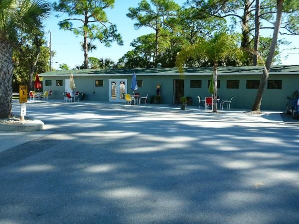 SeminoleLaundryClubhouse 002
